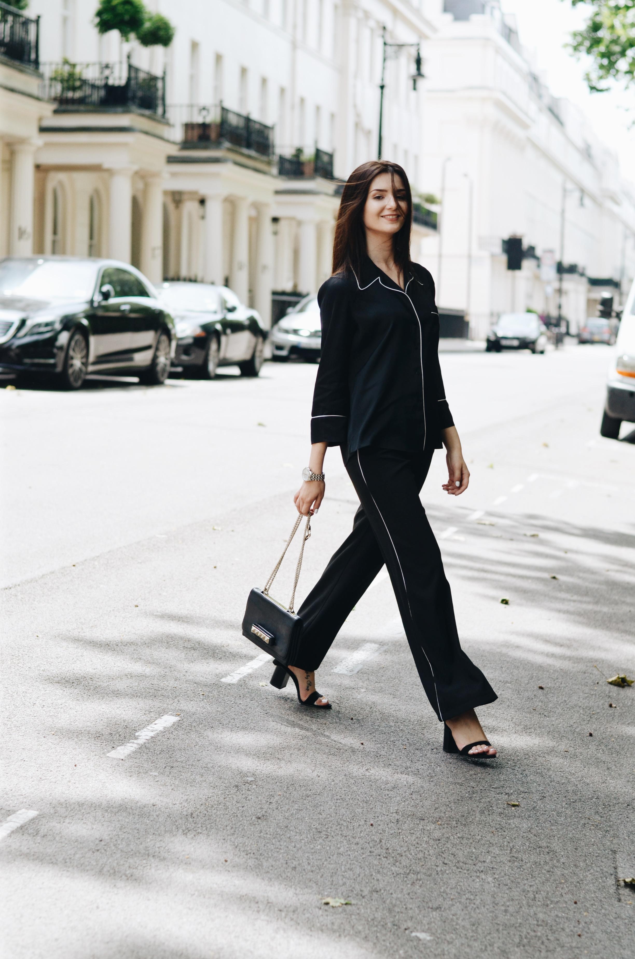 Shirt: Zara Studio | Pants: Dorothy Perkins* | Heels: Zara | Watch: Thomas Sabo* | Bag: Valentino