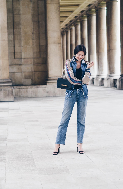 Bomber: ASOS | Jeans: Levi's | Heels: Zara | Bag: Valentino | T-Shirt: Topshop | Choker: Ebay | Watch: Thomas Sabo*